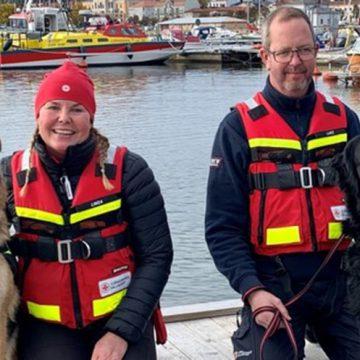 Två nya sjöräddningshundar