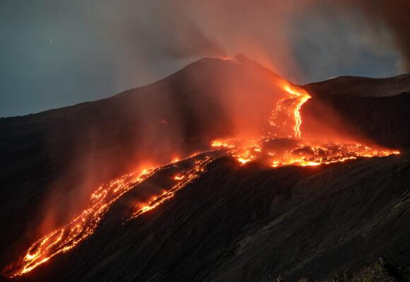 Drönare ska rädda hundar från vulkanö